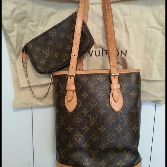 Louis Vuitton Handbags - Authentic Louis Vuitton small bucket bag a038bc285a069