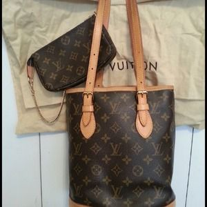 Louis Vuitton Handbags - Authentic Louis Vuitton small bucket bag
