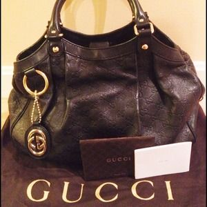 Gucci Handbags - Gucci Medium Sukey Tote