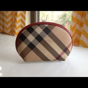 Burberry Handbags - ♦Reserved♦Burberry cosmetic pouch