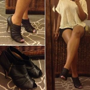 Steve Madden Boots - SOLD // blk leather booties || Steve Madden