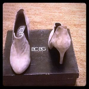 BCBG Shoes - BCBG Paris Frosted Grey/Black Suede Bootie size 6