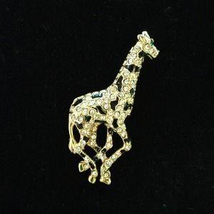 Jewelry - NWOT Giraffe sparkly pin