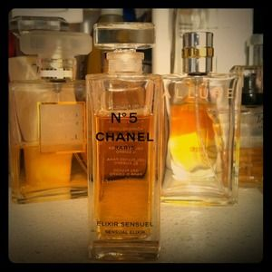CHANEL Accessories - Fluid Body Gel