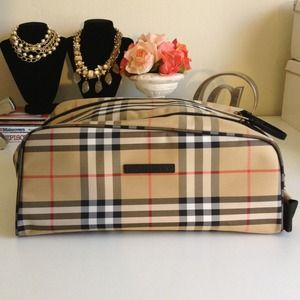 Burberry Handbags - Burberry Golf Shoe Bag