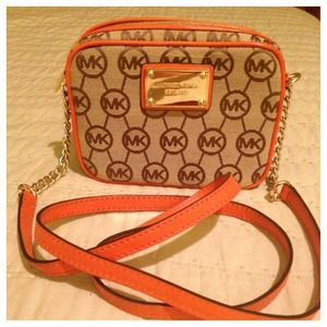 MICHAEL Michael Kors Handbags - ❌RESERVED❌for @casadmar. MK Jet Set Crossbody BNWT