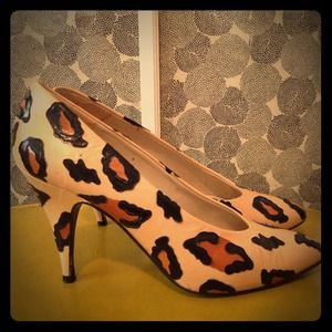 REDUCED! Amazing vintage leather leopard pumps