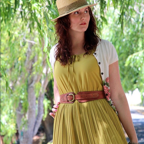 Ya Dresses - Pea green pleated midi dress