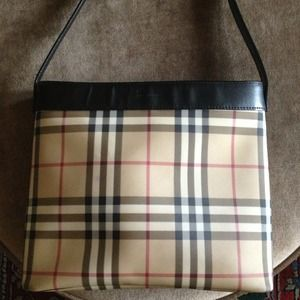 Reserved! Authentic Burberry shoulder bag.