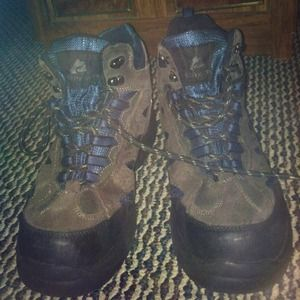 Boots - 👢size 9.5 boots great 4 winter & hiking