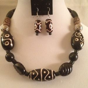 Jewelry - Brown Tribal Bead Necklace Set❤
