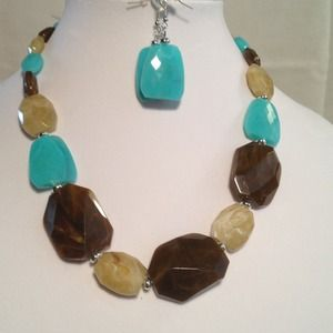 Jewelry - Turquoise & Brown Necklace Set❤