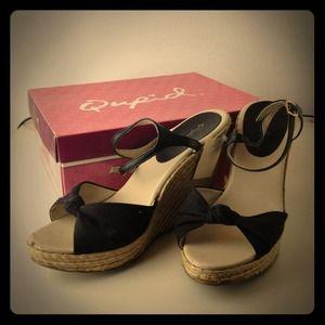 qupid Shoes - Cute black & beige wedges