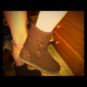 Boots - Brown sweater boots🎀