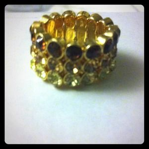 Jewelry - Brand New Ombré stretch rhinestone ring Great gift