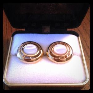 Jewelry - Pretty Vintage Clip-On Earrings
