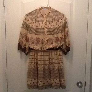 Vintage 3/4 length sleeve floral dress.