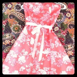 Dresses & Skirts - Lovely floral dress.  NWOT