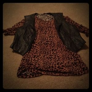 Tops - stretchy Spotted top & 2 vest reserved