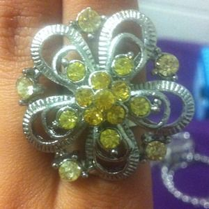 Jewelry - Flower ring with yellow accents
