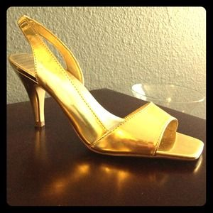 Shoes - SOLD Sexy gold heels