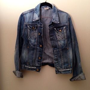 Bundle for nicoleo21 denim jacket & Swarovski ring