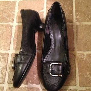 Bakers Shoes - REDUCED Bakers Black kitten heels
