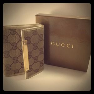 Accessories - AUTHENTIC Gucci Wallet