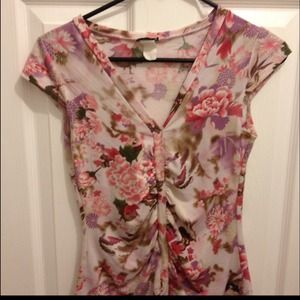 Tops - ✨Cute silk floral top! 😊💋