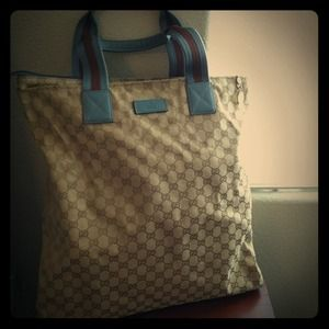 Authentic Gucci tote with zip