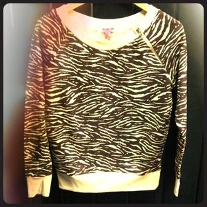Sweaters - Zebra pattern sweatshirt