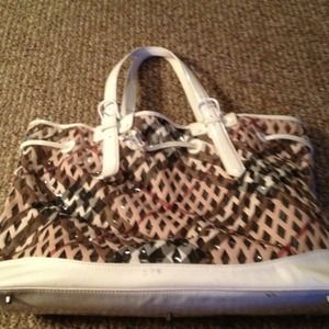 Burberry Handbags - REDUCED TO SELL!!!!Authentic XL Burberry Beach Bag
