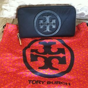 Tory Burch Clutches & Wallets - Authentic Tory burch wallet