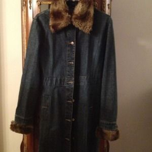 Denim - Long blue jean jacket with faux fur
