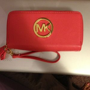 Michael Kors Accessories - ✨SOLD✨Michael Kors wallet/clutch.