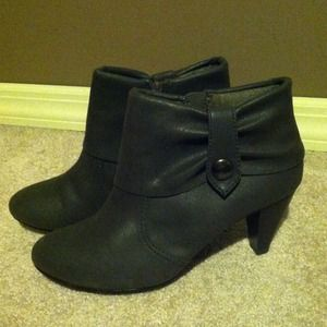 Shoes - Grey/ Gray booties in size 7.5