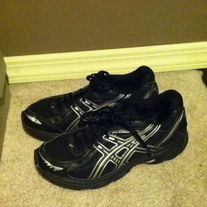 Shoes - Hold for @kiraly25 Asics running shoes in 7.5