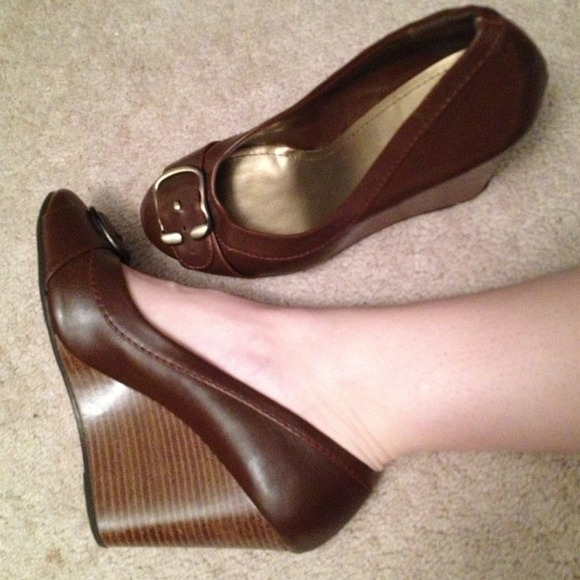 a3bb4e2673e2 fioni Shoes - Fioni size 9 brown wedge casual or work shoes.