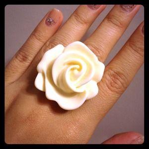 Jewelry - IVORY FLOWER RING