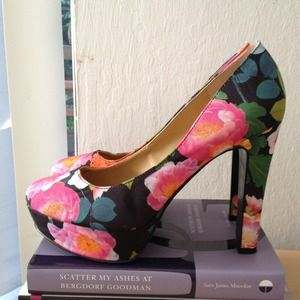 REDUCED!! Nine West floral platform pumps