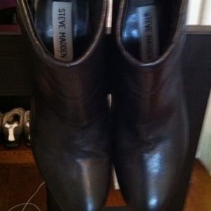 Steve Madden Black leather bootie