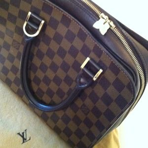 Louis Vuitton Handbags - Authentic Louis Vuitton Handbag
