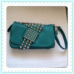 Handbags - 🔱NEW🔱 turquoise studded bag