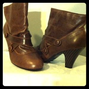 Cognac colored booties!