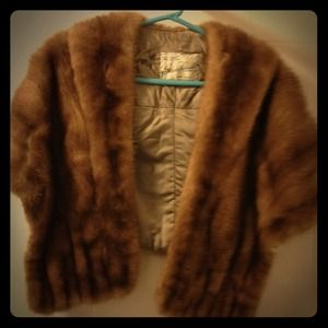 Vintage fox fur cape shawl. Great condition.