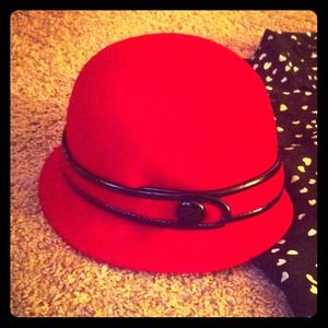 Accessories - BEAUTIFUL, CHIC RED HAT W/ BLACK LEATHER TRIM!