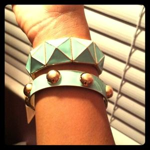 Accessories - BNWT Bracelet Set