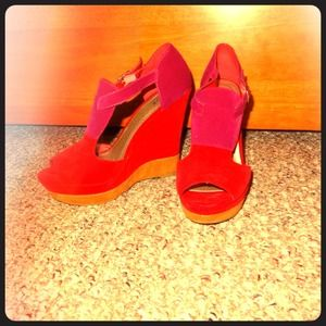 Color-block faux suede wedges