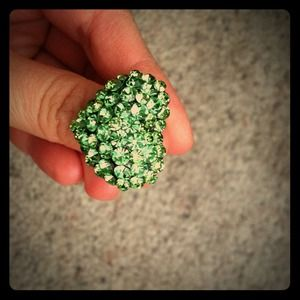 Jewelry - Green rhinestone heart ring