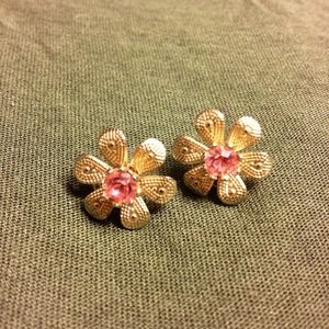 Jewelry - Adorable antique style flower studs 🌺